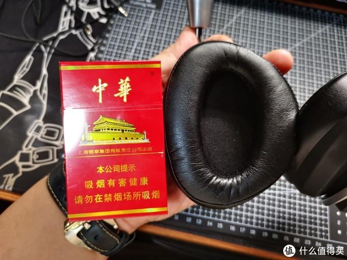 耳罩大小和烟盒对比