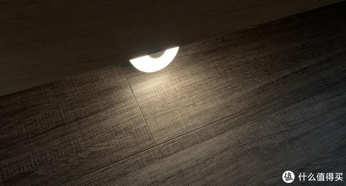 我在床下和卫生间各放了一个,非常省电,也无需控制,夜间不会直接面对光源