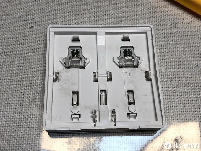 左面是正常使用的触点,右边是修复后的触点