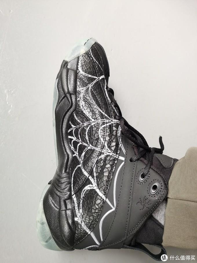 Reebok 万圣节主题球鞋