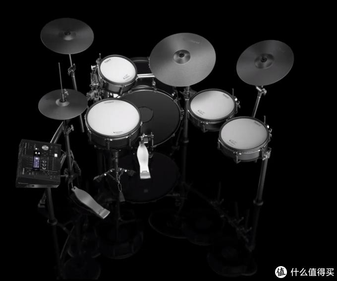 旗舰级的TD50KVX可以带来几乎和原声鼓别无二致的打击体验,同时又保持音色多样的特点,更加适合录音室甚至现场等场合使用。