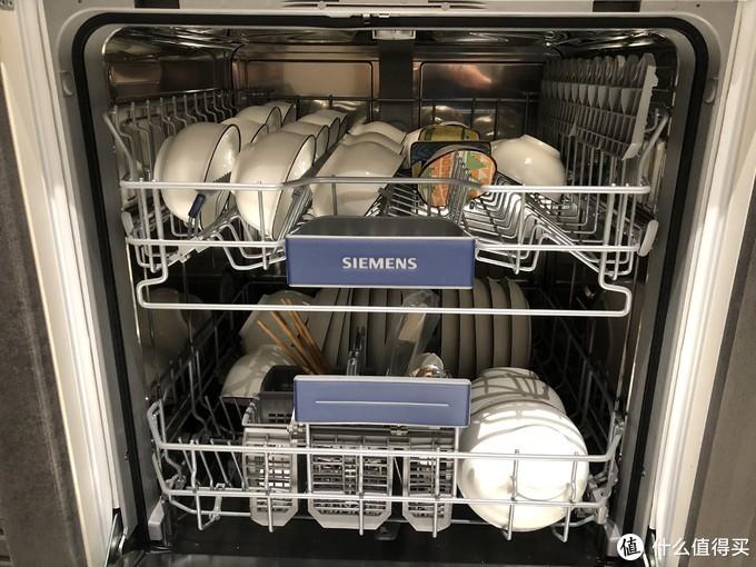 没地方碗和盘子,先放着再说,下次一起洗