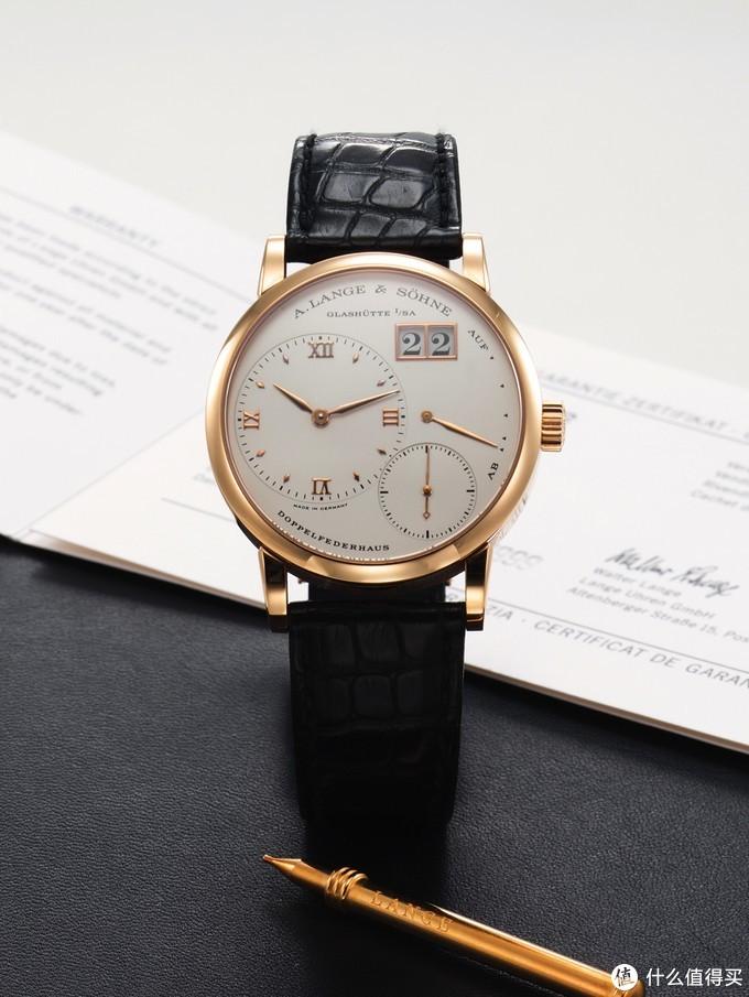 Kleine Lange 1,产于上世纪90年代,属于稀有型号,玫瑰金表壳,直径为36毫米。在2014年2月22日的安帝古伦拍卖中以含佣价港币150000元的价格成交。