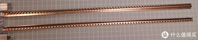 同时地线的导流体分成很多节,每节的宽度刚好与适配器触点铜片宽度一致,适配器插入后被锁止,沿着导轨方向不能移动。