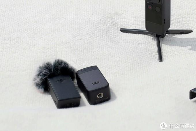 全能套装才有的蓝牙领夹麦克风和全能手柄,以及微型三脚架(图片来自DJI官网)。