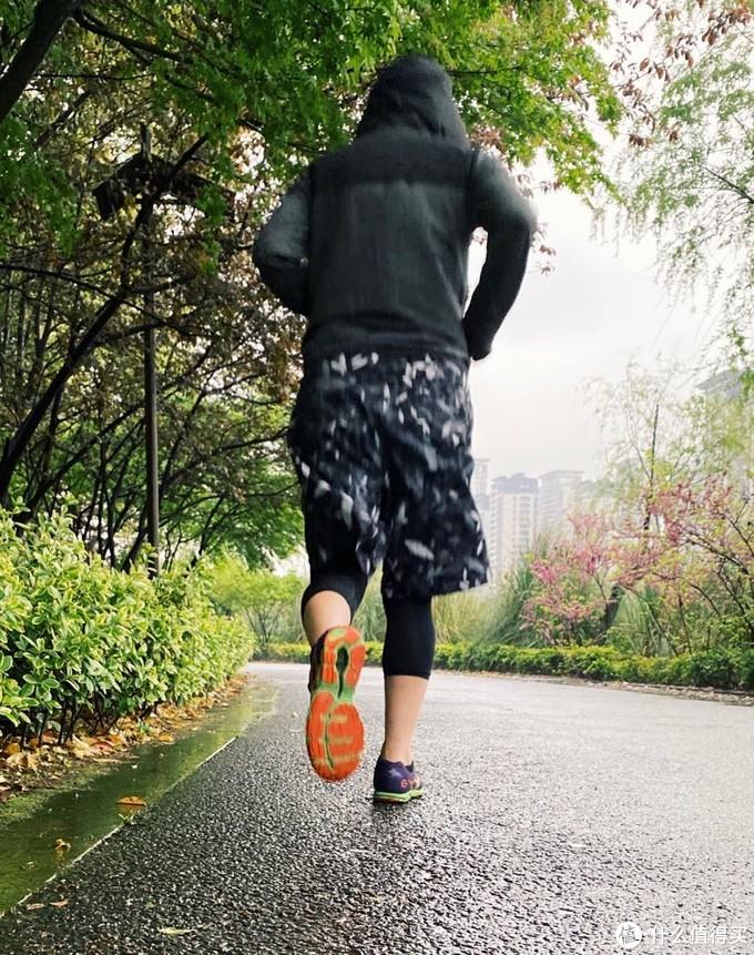 冬天跑步不仅要保暖还得透气,这么穿更合理!(附产品评测)