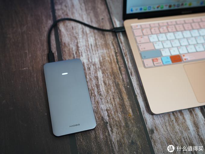 用新M1芯片的Macbook笔记本做台式主机是否可行?海备思多功能硬盘盒扩展坞评测