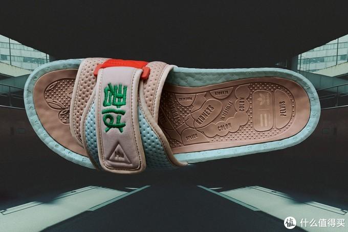 拖鞋一左一右绣有不同日文,意思为你、我,扣题友情了