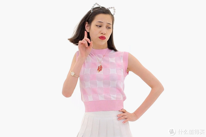 2014年,菲董歌曲HAPPY日本版MV由NIGO导演,水原希子上镜了,摘自HYPEBEAST