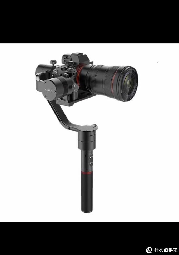 这是单反相机的三轴稳定器,也是可夹手机三轴稳定器的雏形