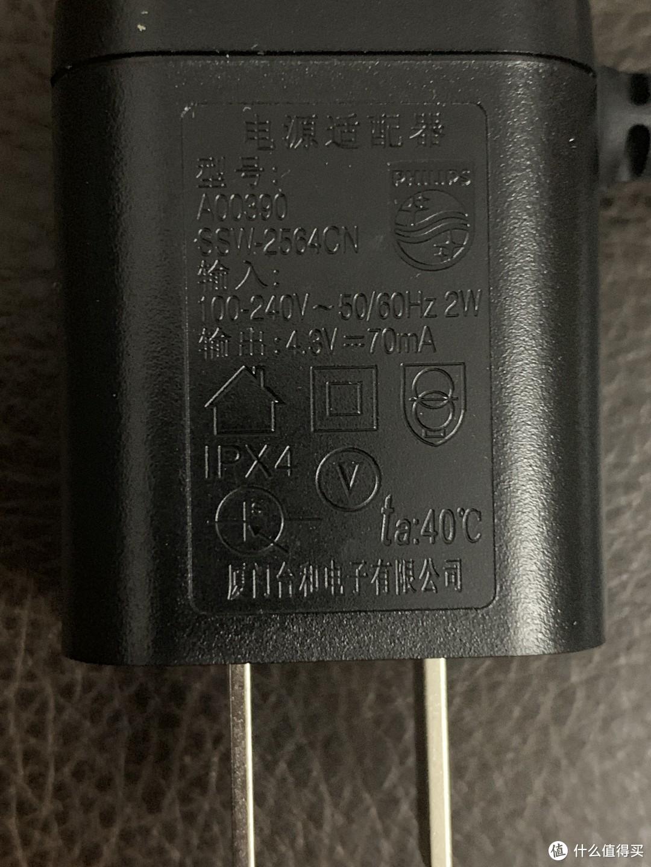 充电插头上的各种安全标识