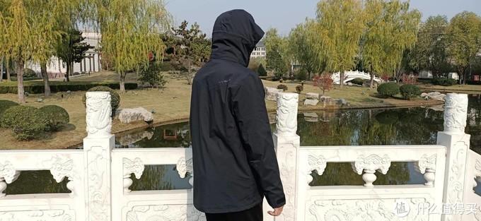 防风保暖还防水,可日常可撒野,百搭的沙乐华三合一冲锋衣