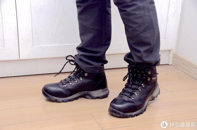 秋冬季节的雨雪中,我们出门穿什么鞋才是顶好的?