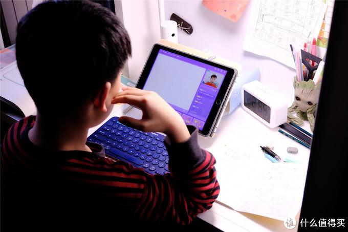 春节串门首选带看护功能的儿童台灯--小白智能看护台灯