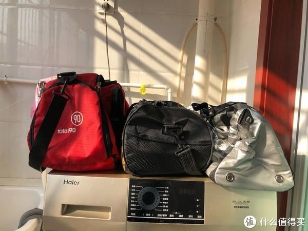 我的三个健身包,从左到右按时间排序。