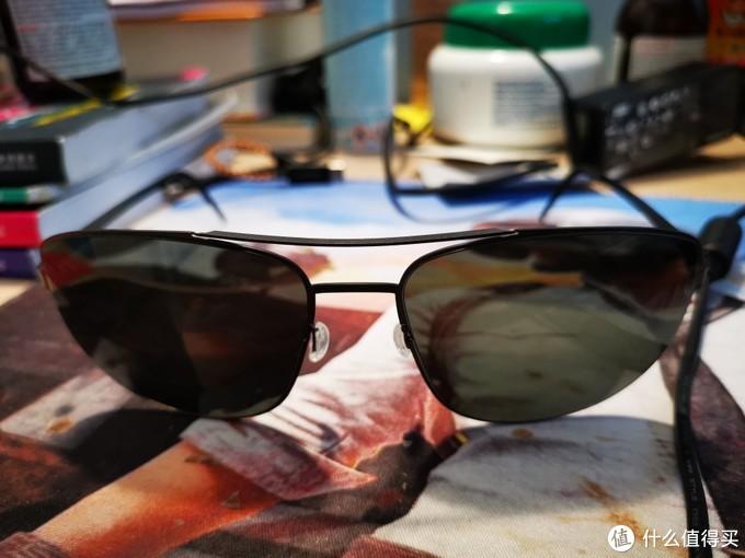 真的很有设计感,一直对LV Dior这些大牌的眼镜不感冒