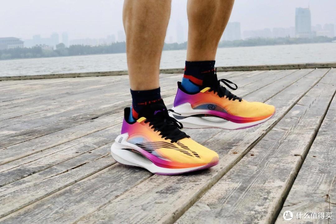碳板跑鞋李宁绝影