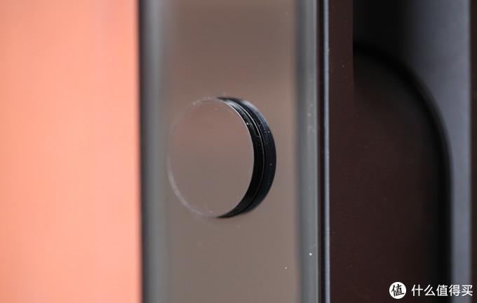这个凸起,是机械钥匙窗口的盖板