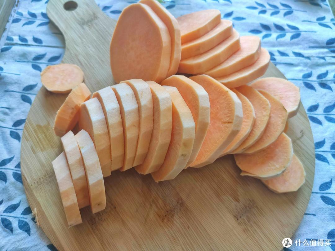 红薯不要蒸着吃了,这样做比路边摊烤红薯还好吃,香甜可口又简单