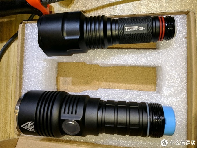 百元手电筒:开拓者C8+对比劲衡jkk70