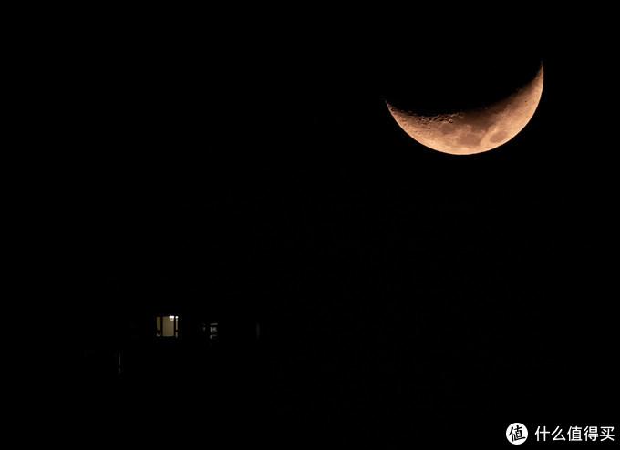 这张也是29日拍的,不过是晚上11点左右,有超长焦就是能为所欲为啊。EOS R+80DX