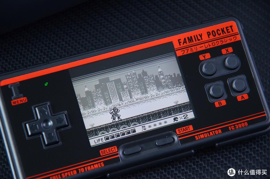"""国产""""FC3000掌机""""体验分享:3.0英寸显示屏,还支持插游戏卡"""