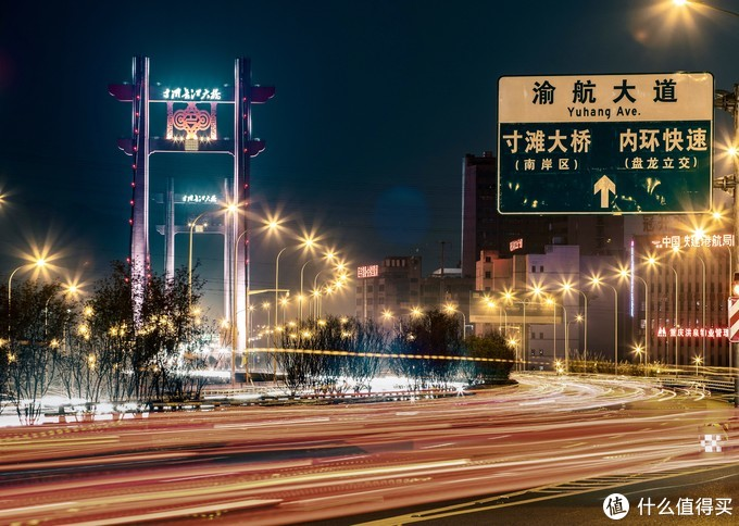 这张是我冒死在绕城高速路下砸道前的边上停下来快速拍摄的,夜晚的寸滩大桥还是很美的。 EOS R