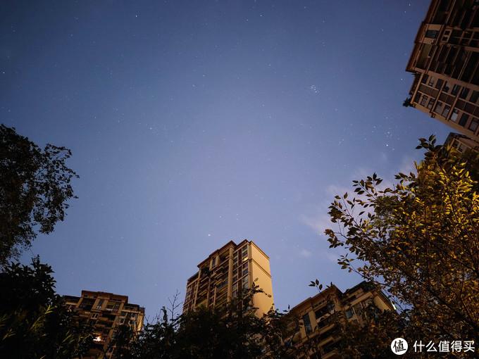手机拍摄的小区星空,昴星团清晰可见。IQOO PRO 5G