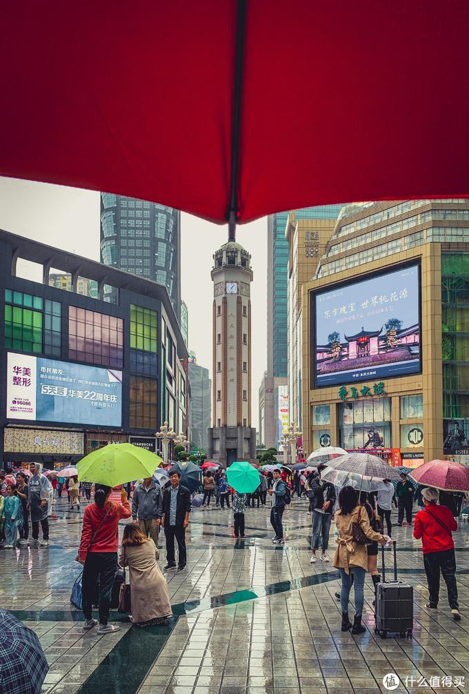 雨中的解放碑。XS MAX
