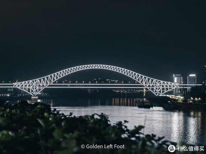 全新换装的朝天门大桥。12 PRO MAX