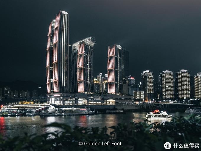 象征着扬帆起航的重庆来福士广场。12 PRO MAX