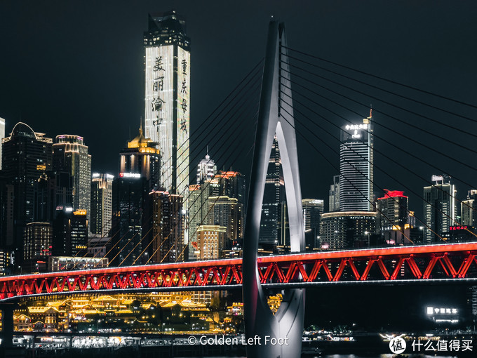 千厮门大桥夜景。12 PRO MAX