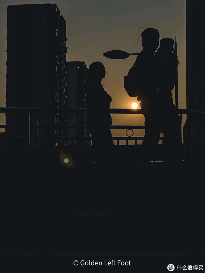 夕阳下,一家人。12 PRO MAX
