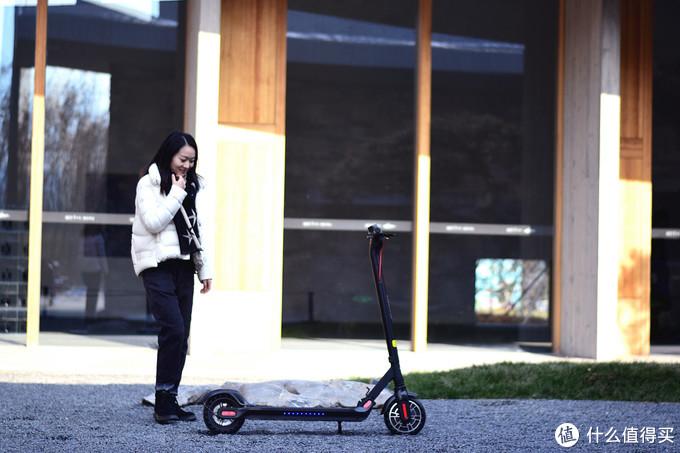 不怕堵车,通行神器电动滑板车好用吗?来个评测吧,科洛威M5(附和米家1s对比)(视频评测)