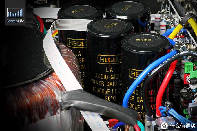 电源滤波电容,每声道总容量为40000uF