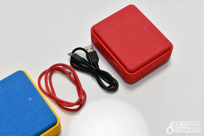 USB线与同色挂绳