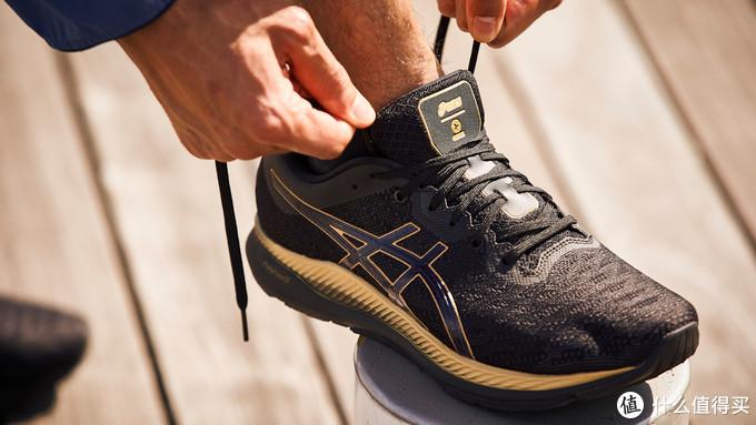 """就像有教练陪跑一样,Asics推出内置传感器跑鞋""""EVORIDE ORPHE"""""""