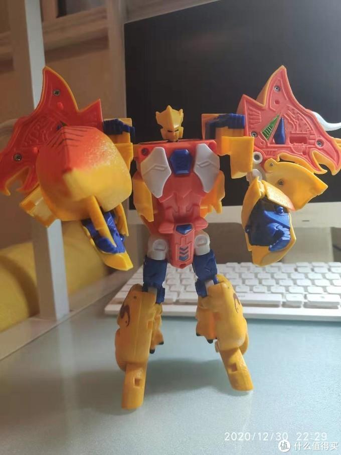 更无语的就是这机器人形态,整个一个宽肩膀小短腿斗士