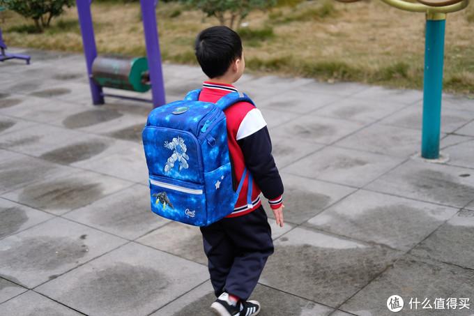 轻质又护脊,孩子很喜欢,GMT for kids儿童超轻书包