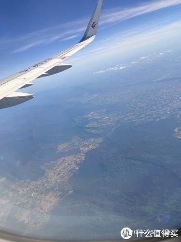 飞了一段时间,估计到北部了看下去都是山