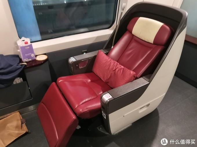 座椅最大化可以放平,直接就可以睡了
