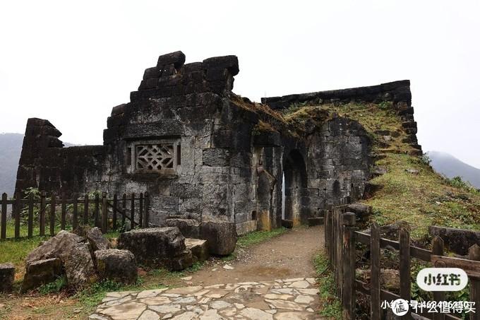 残破的城楼,很像中国版的马丘比丘