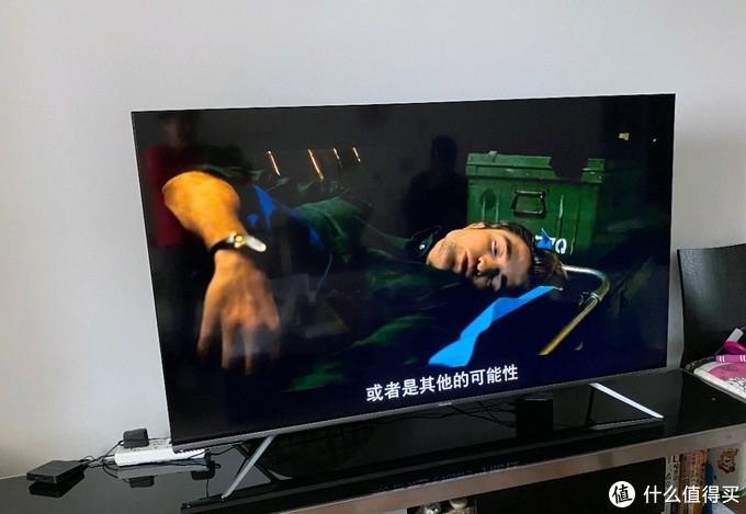 海信65英寸的电视放在客厅里,一点都不显大。