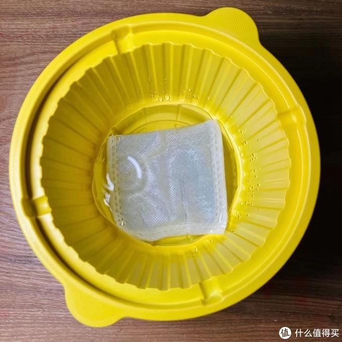 为了搞明白生米是如何煮成熟饭的,我买了一盒自热米饭