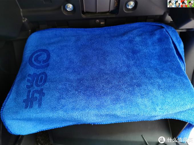 铺上毛巾。
