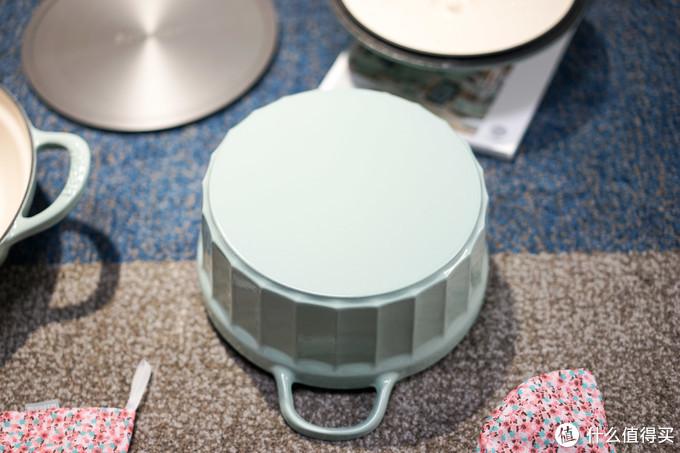 细节:锅底珐琅喷均匀厚实