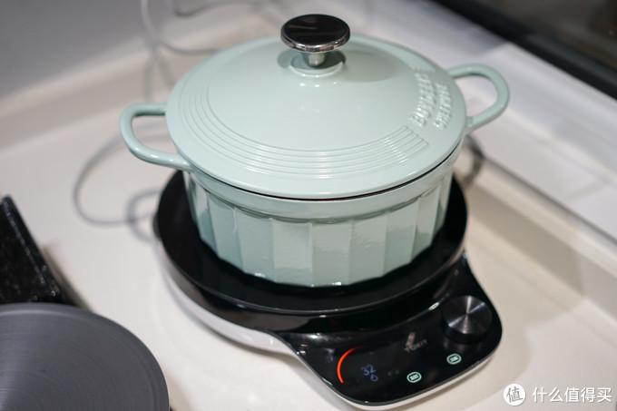 平底设计也让两口锅都非常适用于电磁炉