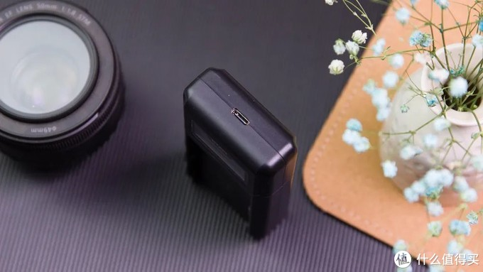 有了这款充电器,终于可以用移动电源给单反充电了