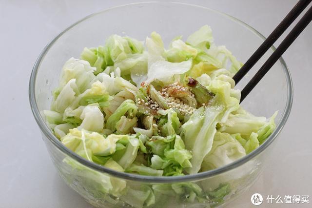 这道开胃小菜我家隔三差五必吃一次,几分钟就上桌,口感脆嫩鲜美