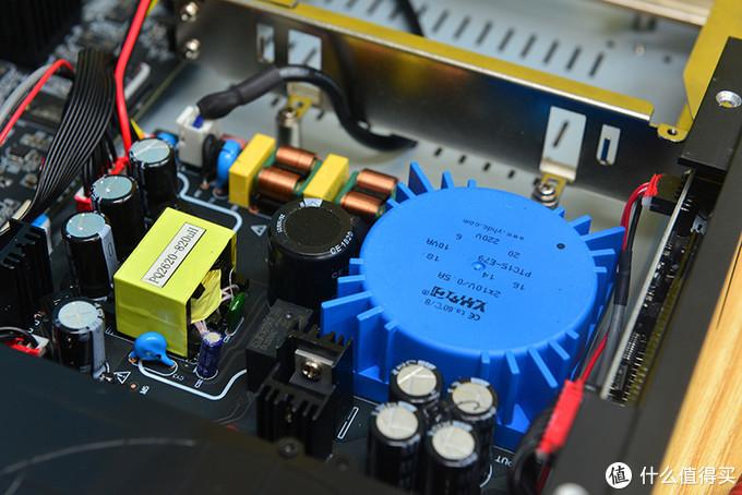 采用环牛变压供电,数字电路与模拟电路各自配备独立电源,减少干扰